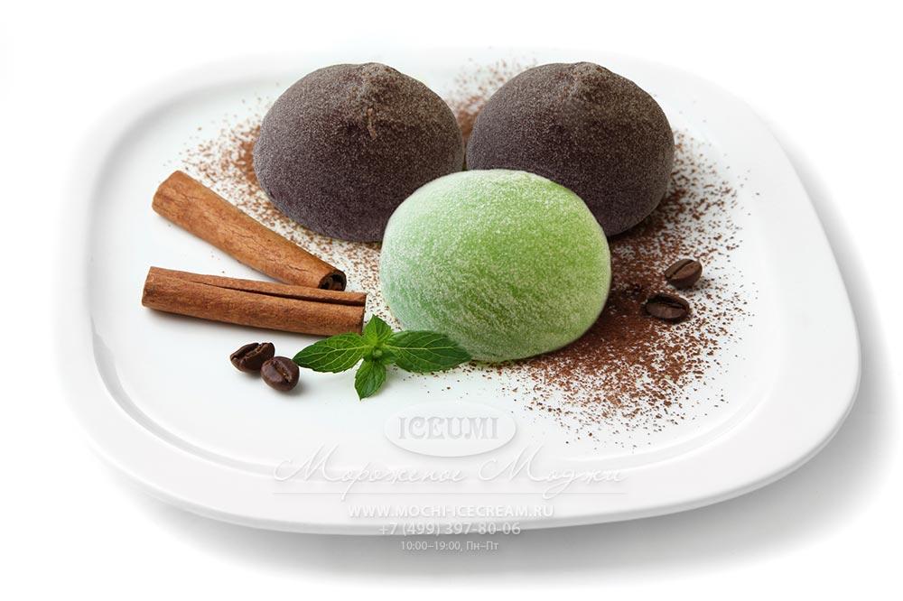 Японское мороженое моти шоколад и зеленый чай